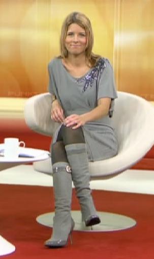 Was für Stiefel trägt Miriam Lange von RTL Punkt 9? ⋅ AVAPO